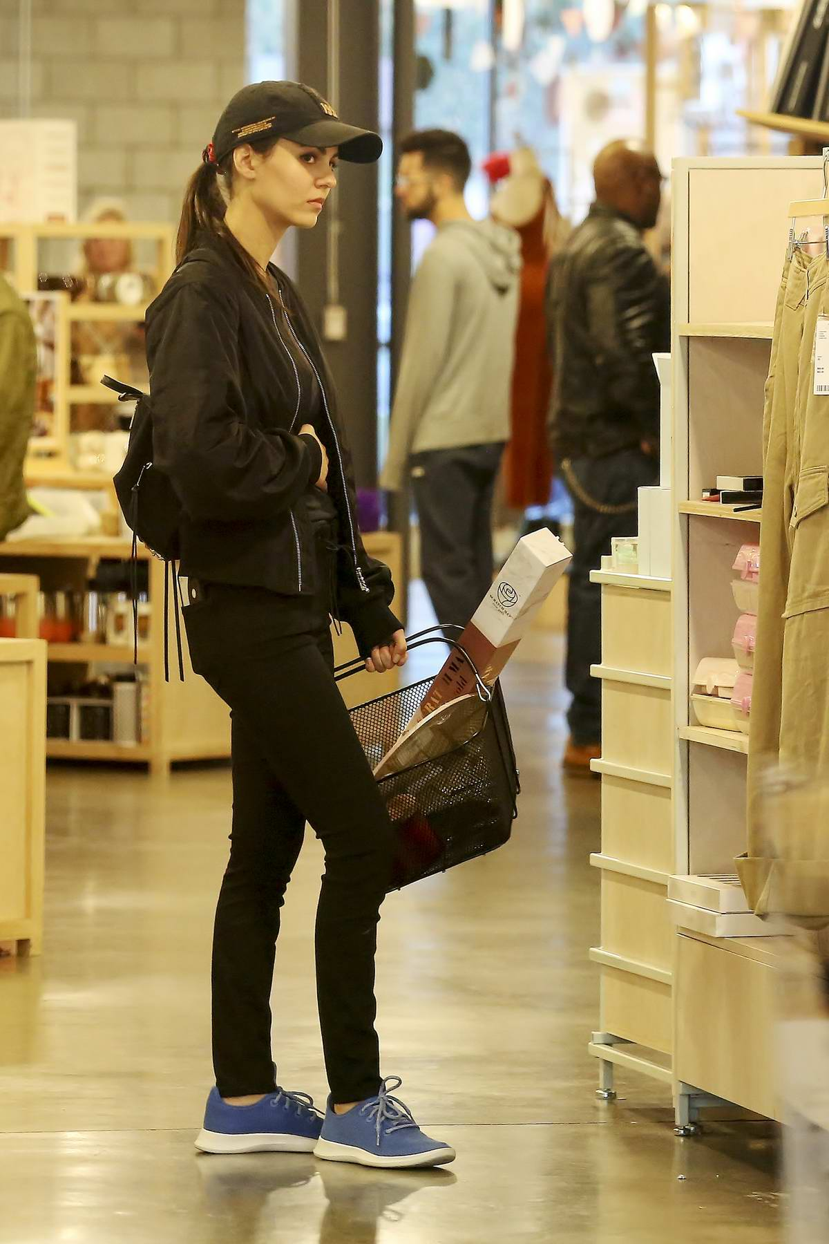Victoria Justice enjoys a day of shopping with her mother in Los Angeles