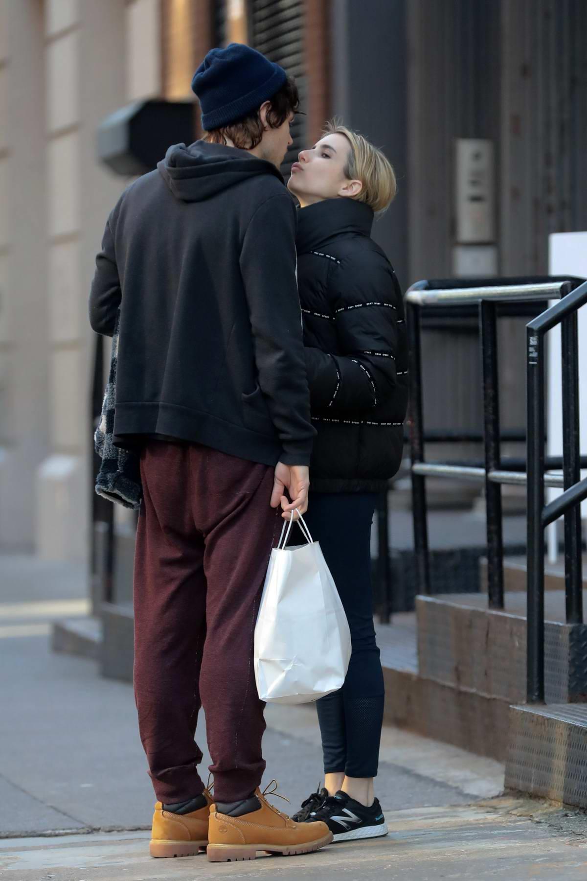 Evan Peters Kiss