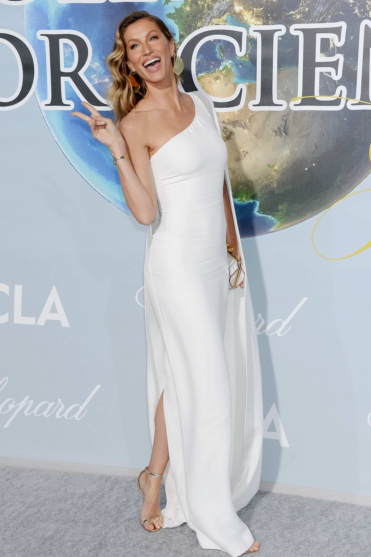 Gisele Bundchen attends the Hollywood for Science Gala in Los Angeles