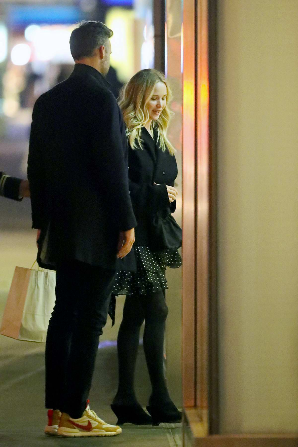 Jennifer Lawrence And Fiance Cooke Maroney Steps Out For A Dinner Date In New York City