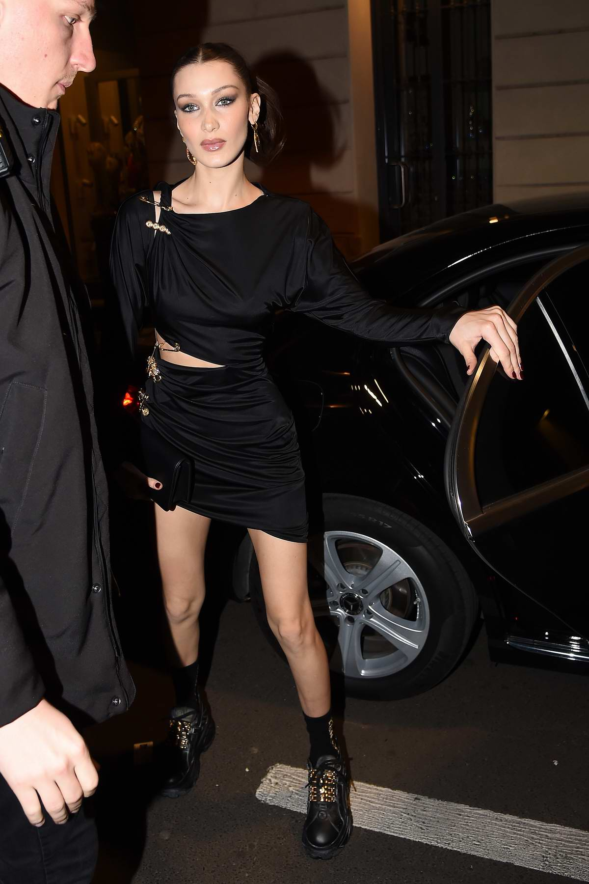 4546b154 kendall jenner, bella hadid and gigi hadid arrives at the versace dinner  during milan fashion week in milan, italy-220219_1