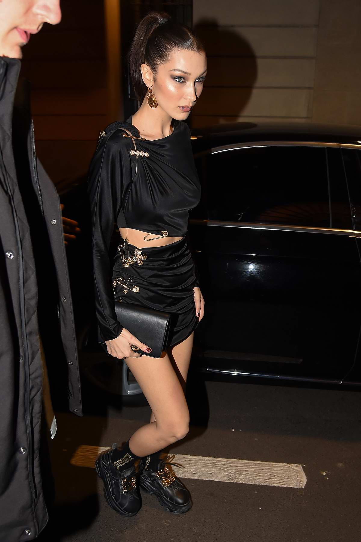 7c092df0 kendall jenner, bella hadid and gigi hadid arrives at the versace dinner  during milan fashion week in milan, italy-220219_3