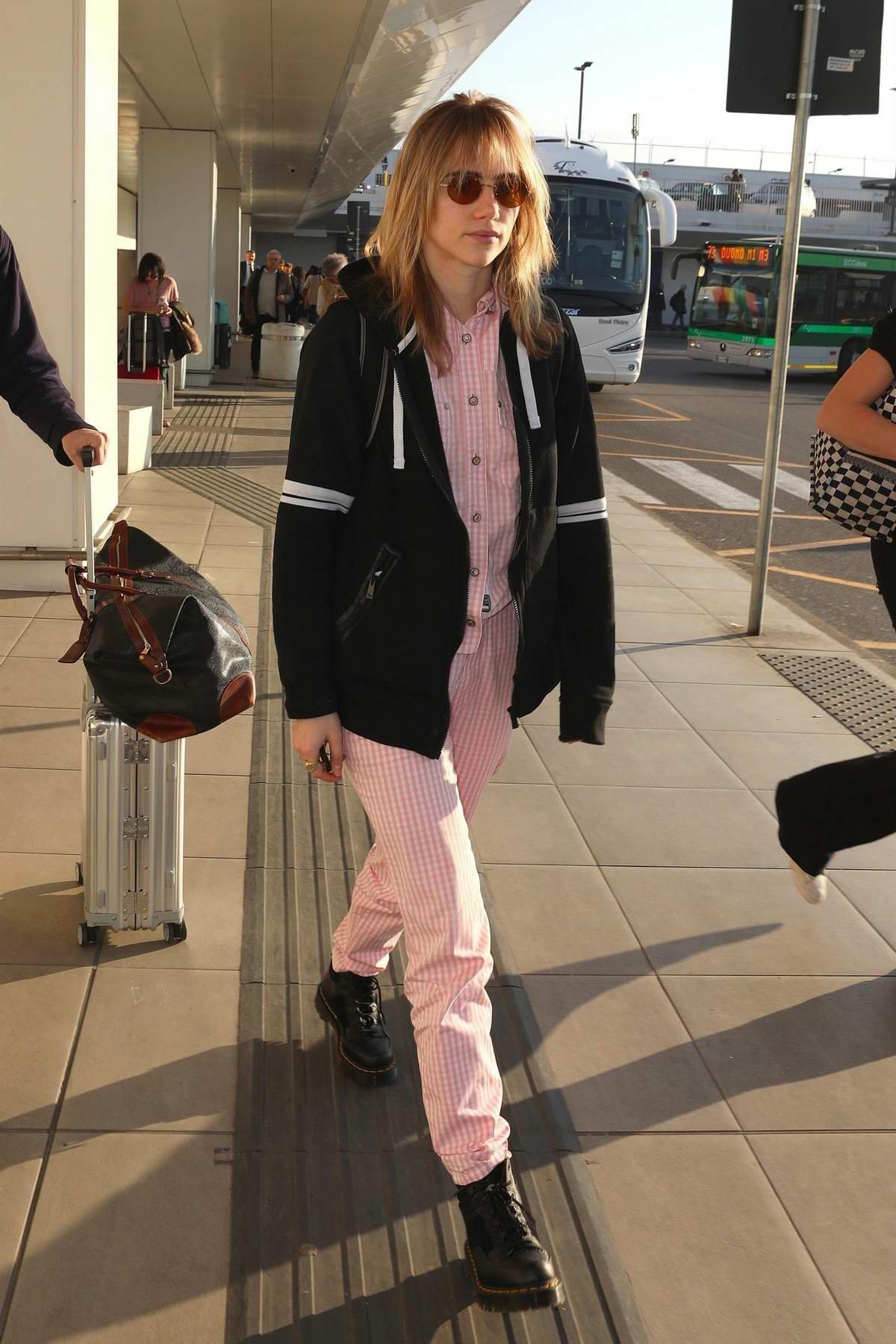 Suki Waterhouse wears pink stripes as she touches down in Milan, Italy