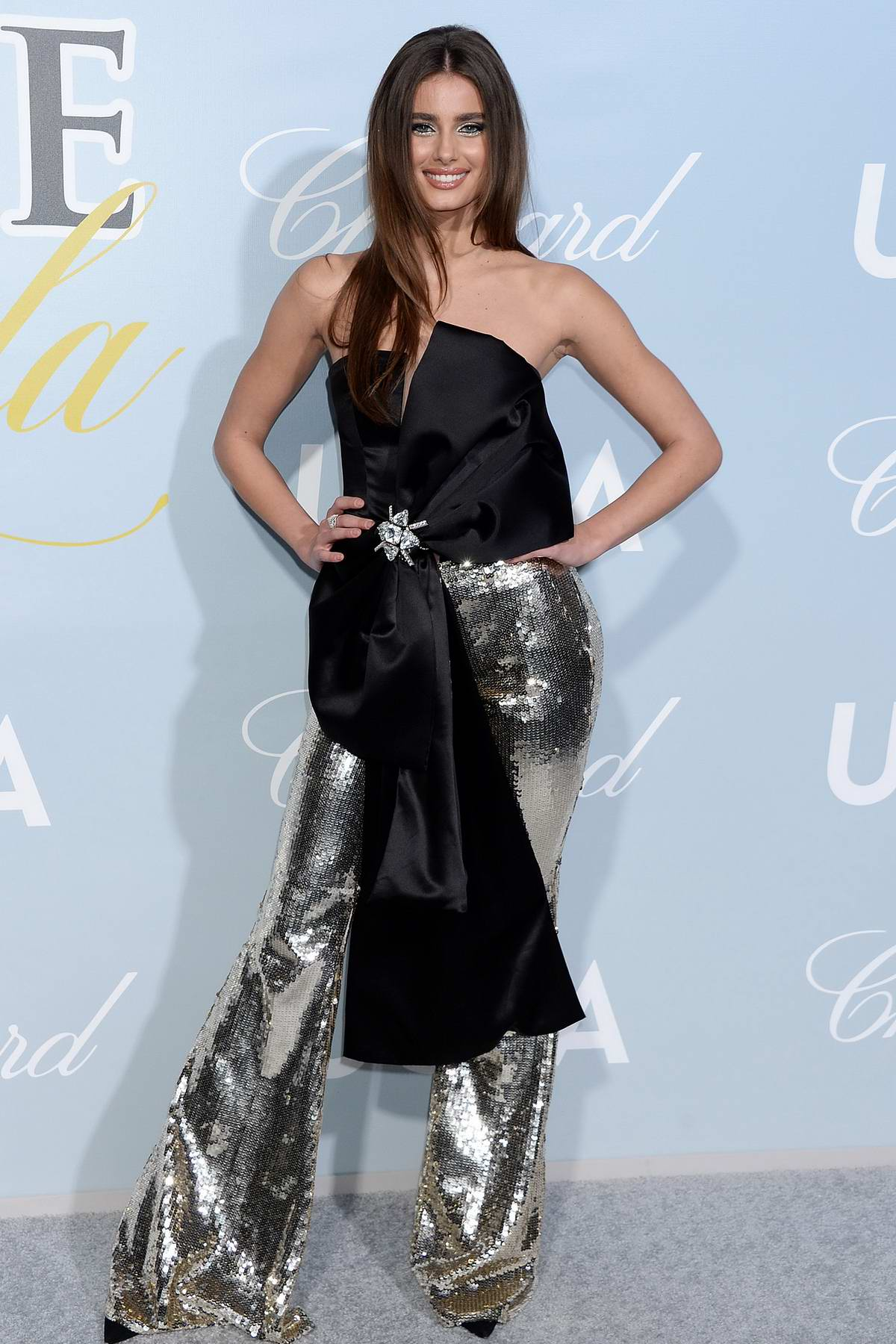 Taylor Hill attends the Hollywood for Science Gala in Los Angeles