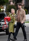 Amber Heard and boyfriend Andy Muschietti head to a friend's home bearing gifts in Los Angeles