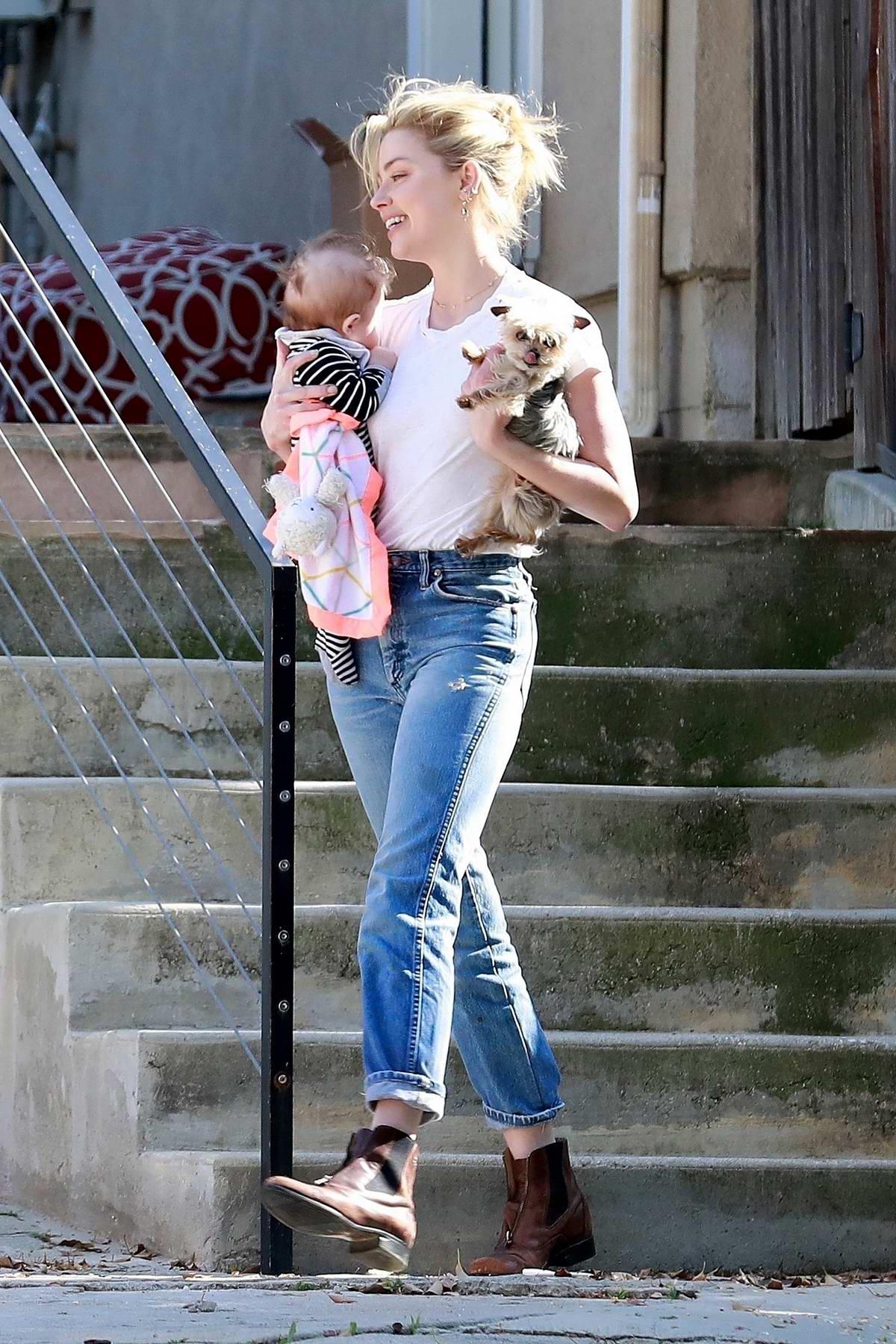 Эмбер Херд с маленьким ребенком