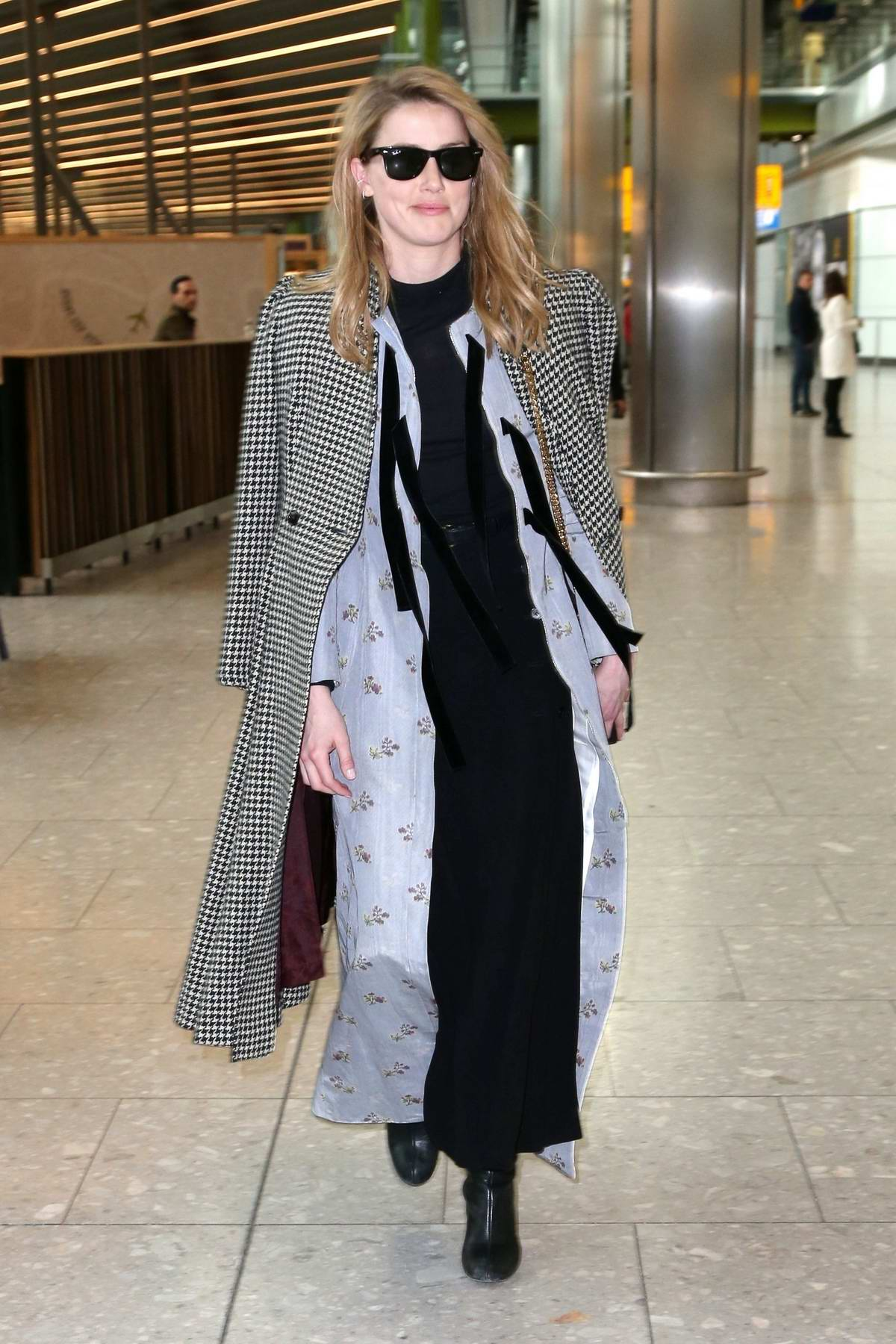 Amber Heard looks classy as she arrives at the Heathrow Airport in London, UK