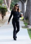 Jennifer Garner grabs lunch with Nicole Solaka in Brentwood, Los Angeles