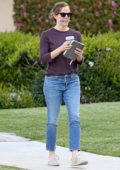 Jennifer Garner juggles her coffee, a marker and a notebook while out in Brentwood, Los Angeles