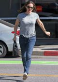 Jennifer Garner keeps things casual as she drops off her daughter to school in Los Angeles