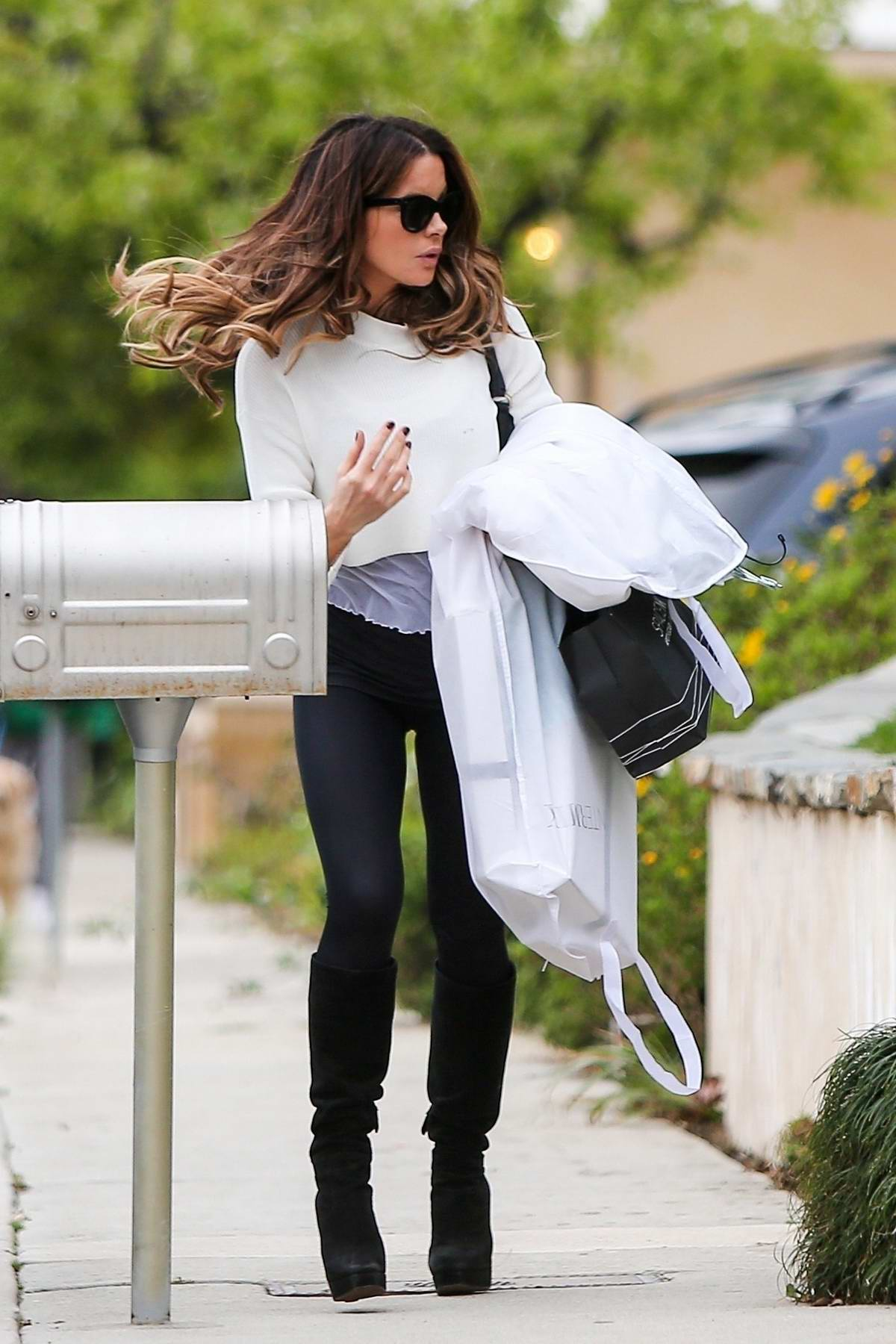 Kate Beckinsale looking amazing after shopping in Santa Monica, California