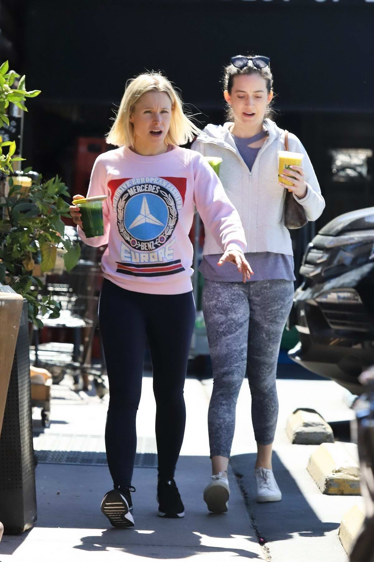 Kristen Bell wore a pink sweatshirt and leggings while out to pick up a green smoothie with a friend at Lassen's in Los Feliz, California