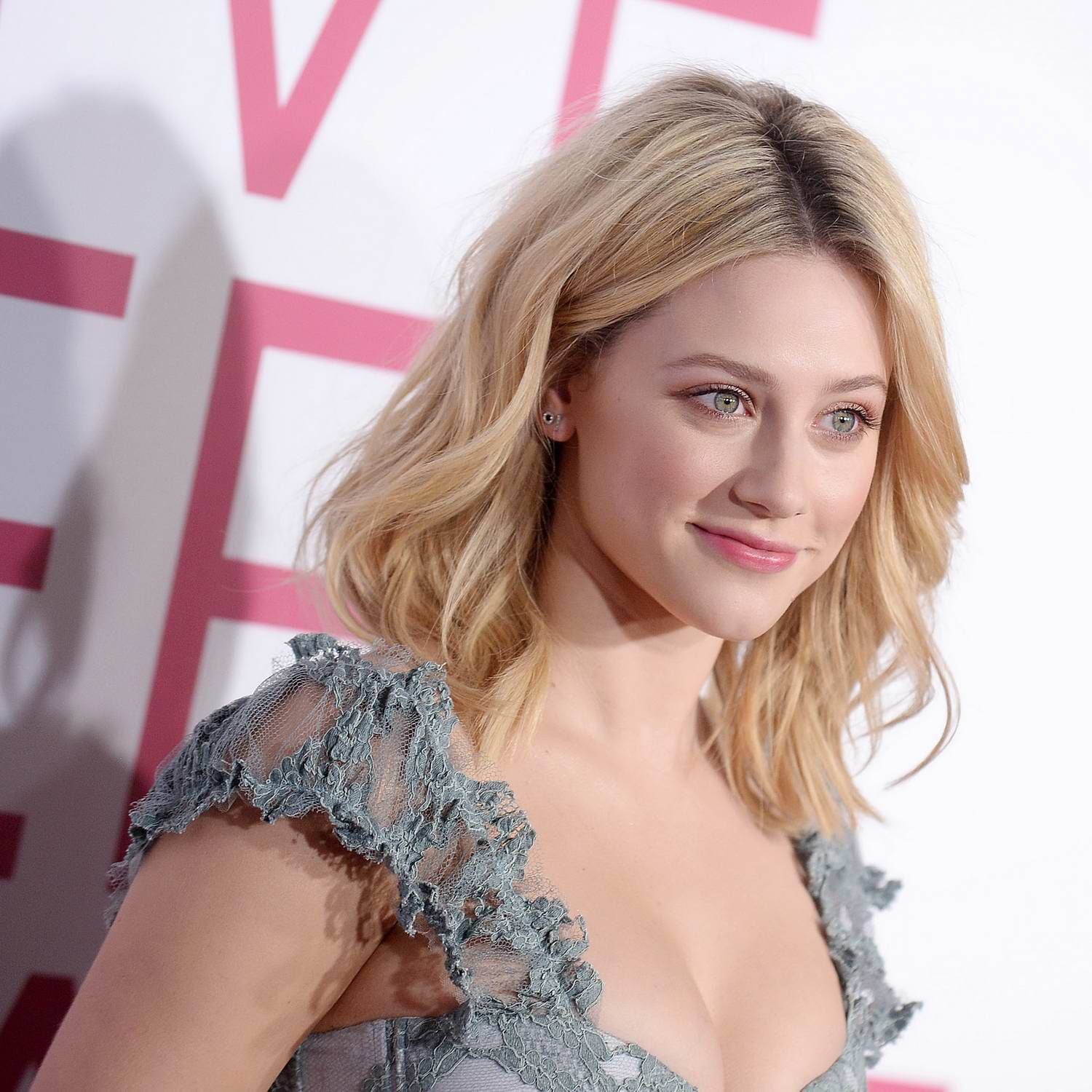 Lili Reinhart Attends The Premiere Of 'five Feet Apart' In