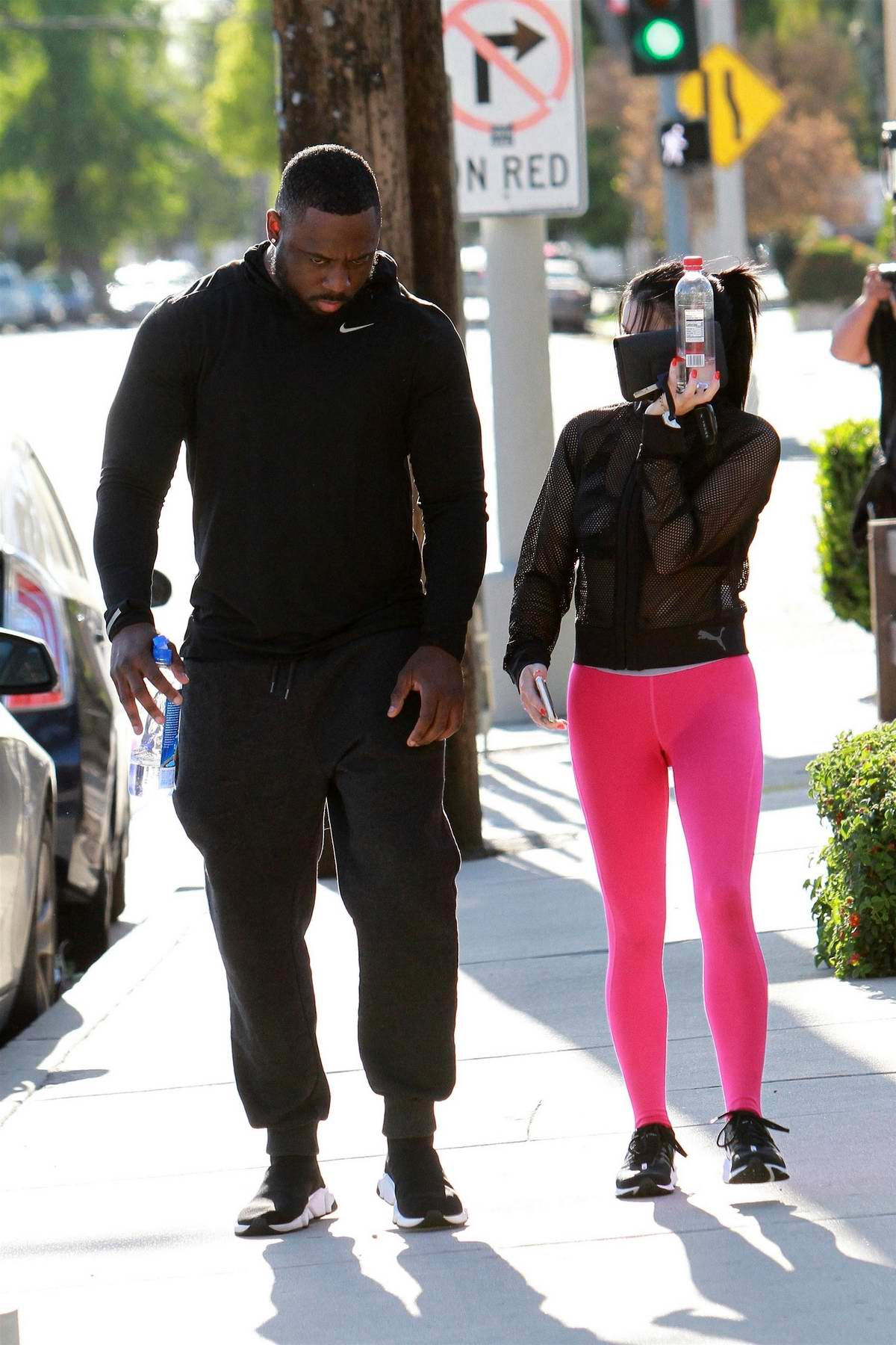 0c4def50d260da ariel winter sports hot pink leggings and a sheer top for a trip to the  studio in los angeles-100419_14
