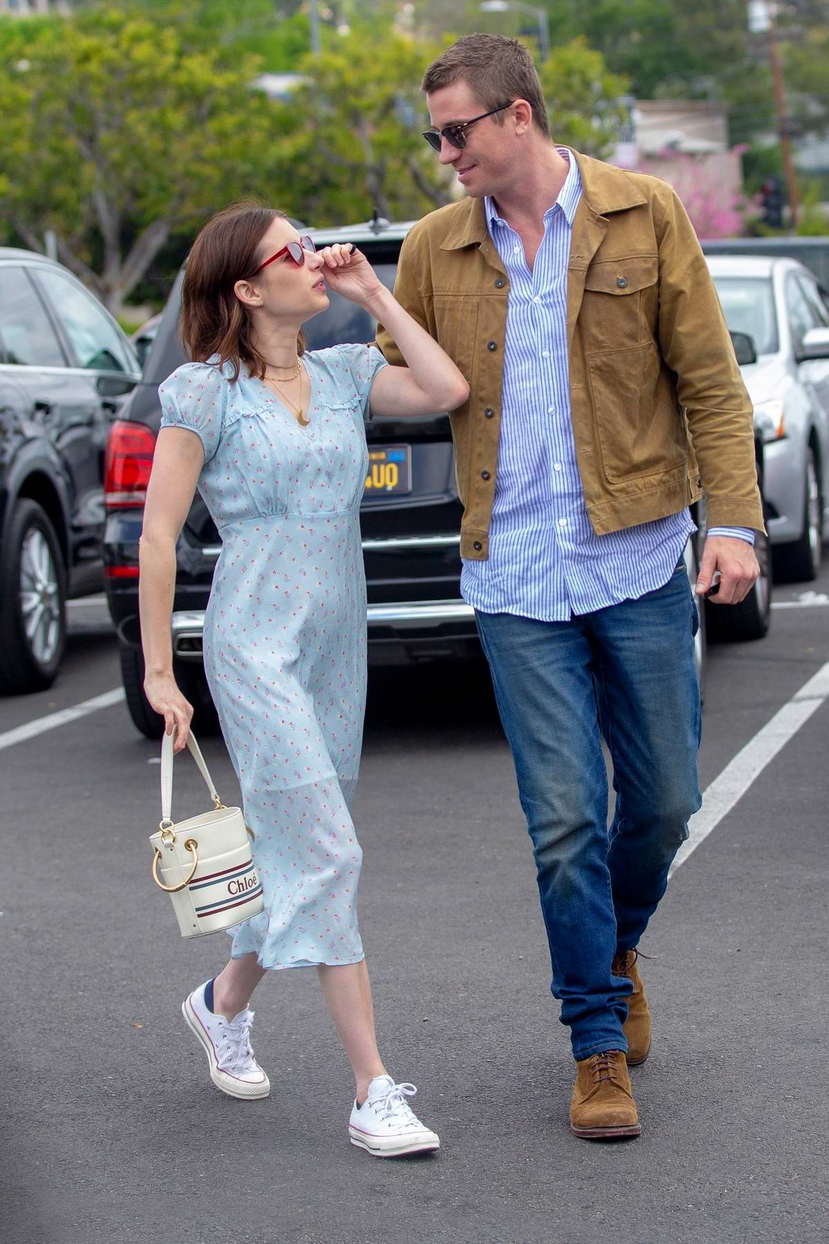 Emma Roberts and boyfriend Garrett Hedlund shop for some ...