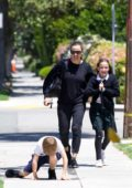 Jennifer Garner picks up her kids from school in Brentwood, Los Angeles