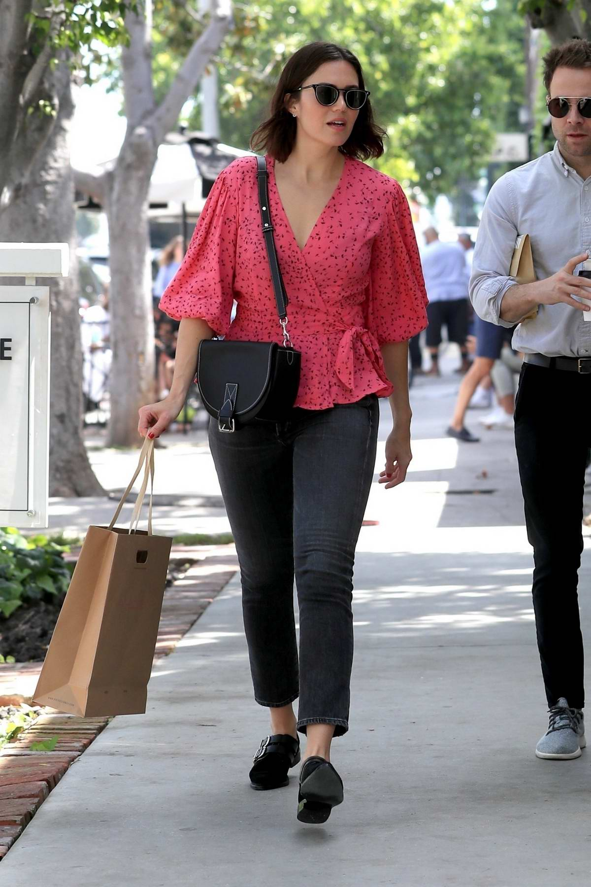 Mandy Moore steps out for some shopping with husband Taylor Goldsmith on Melrose Place in Los Angeles