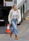 Margot Robbie rushes to her Trailer as she arrives on the set of 'Birds of Prey' in Los Angeles