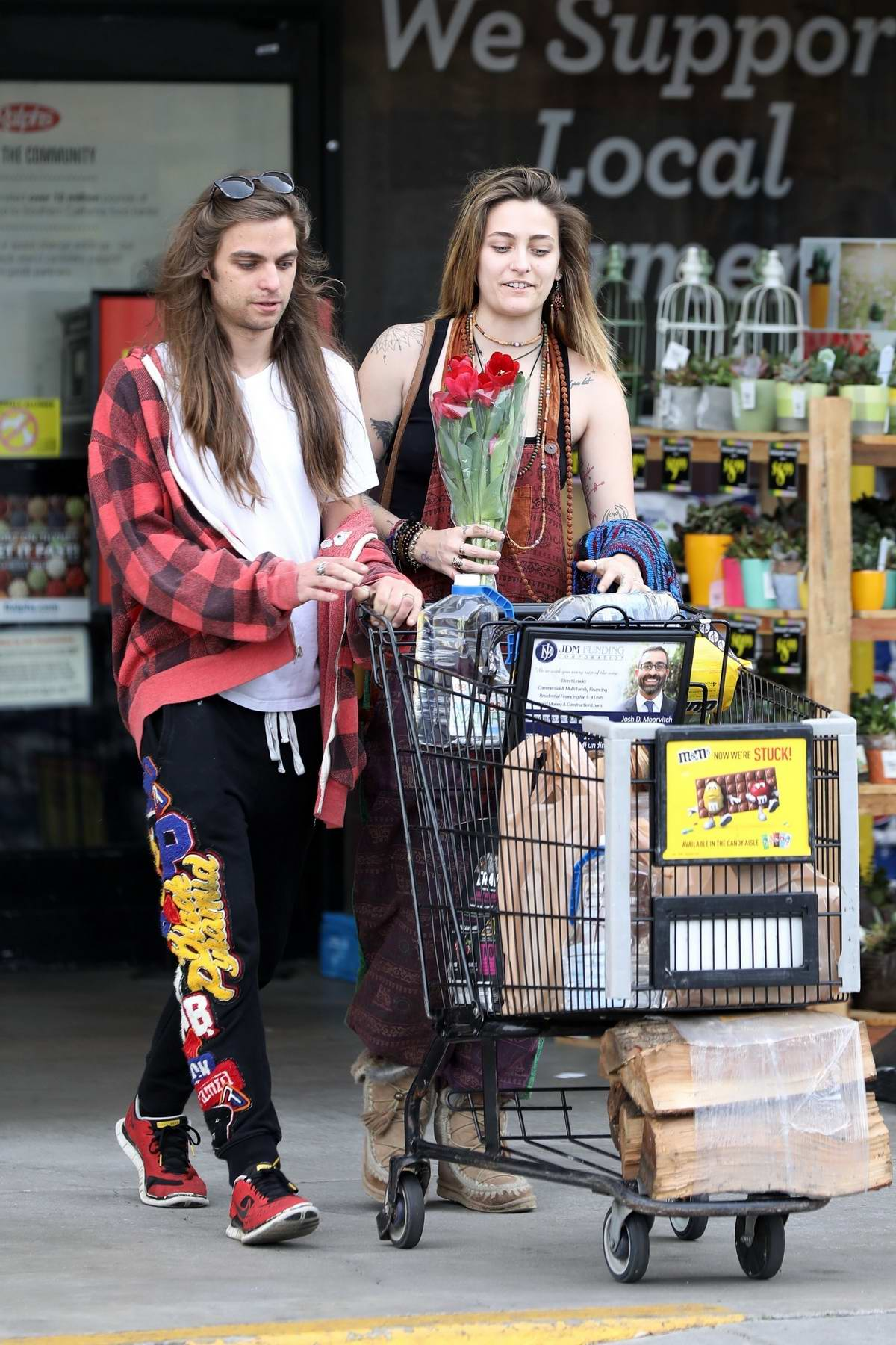 Paris Jackson and boyfriend Gabriel Glenn steps out for some grocery shopping In Los Angeles