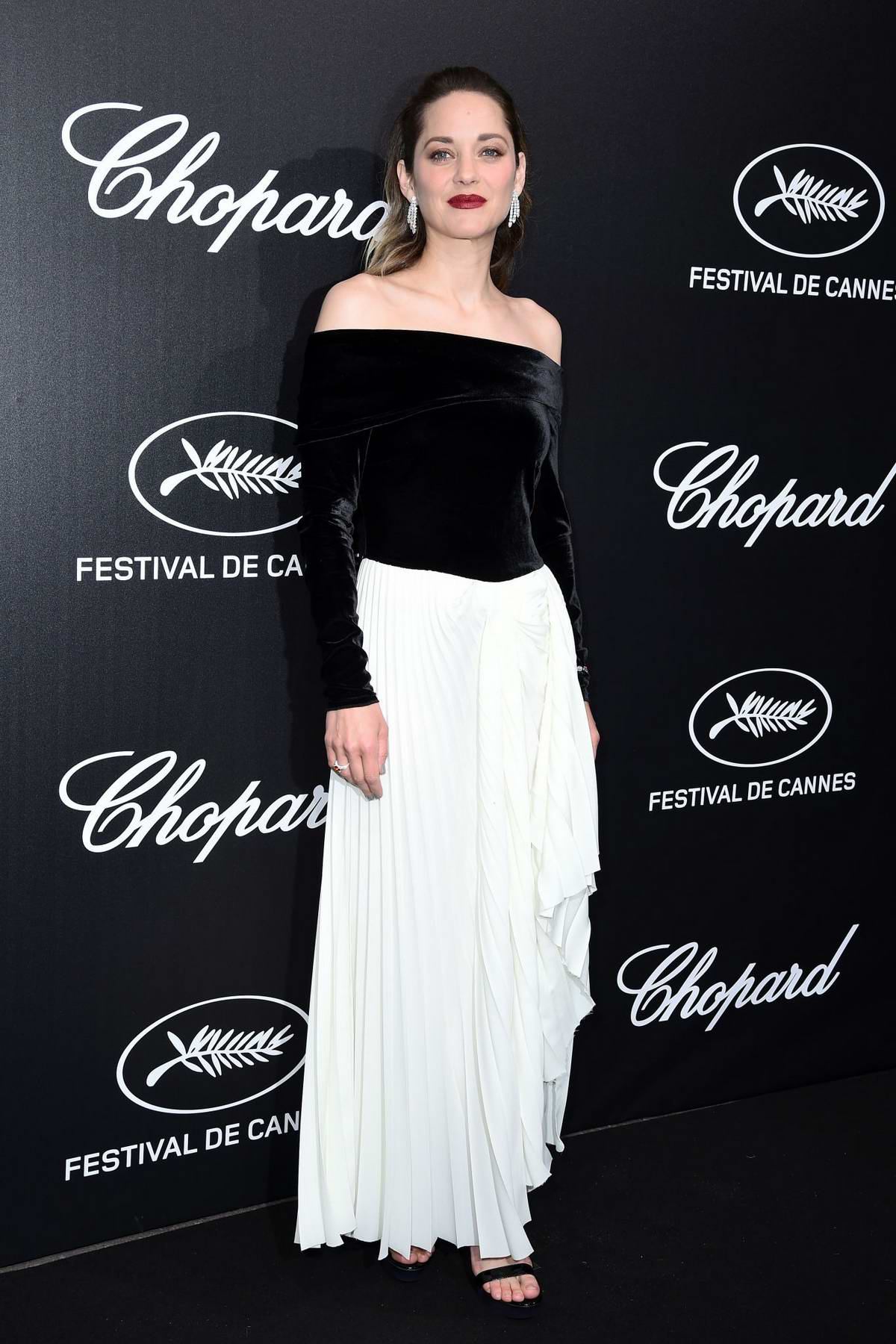 Marion Cotillard attends the official Trophee Chopard Dinner Photocall during the 72nd annual Cannes Film Festival in Cannes, France