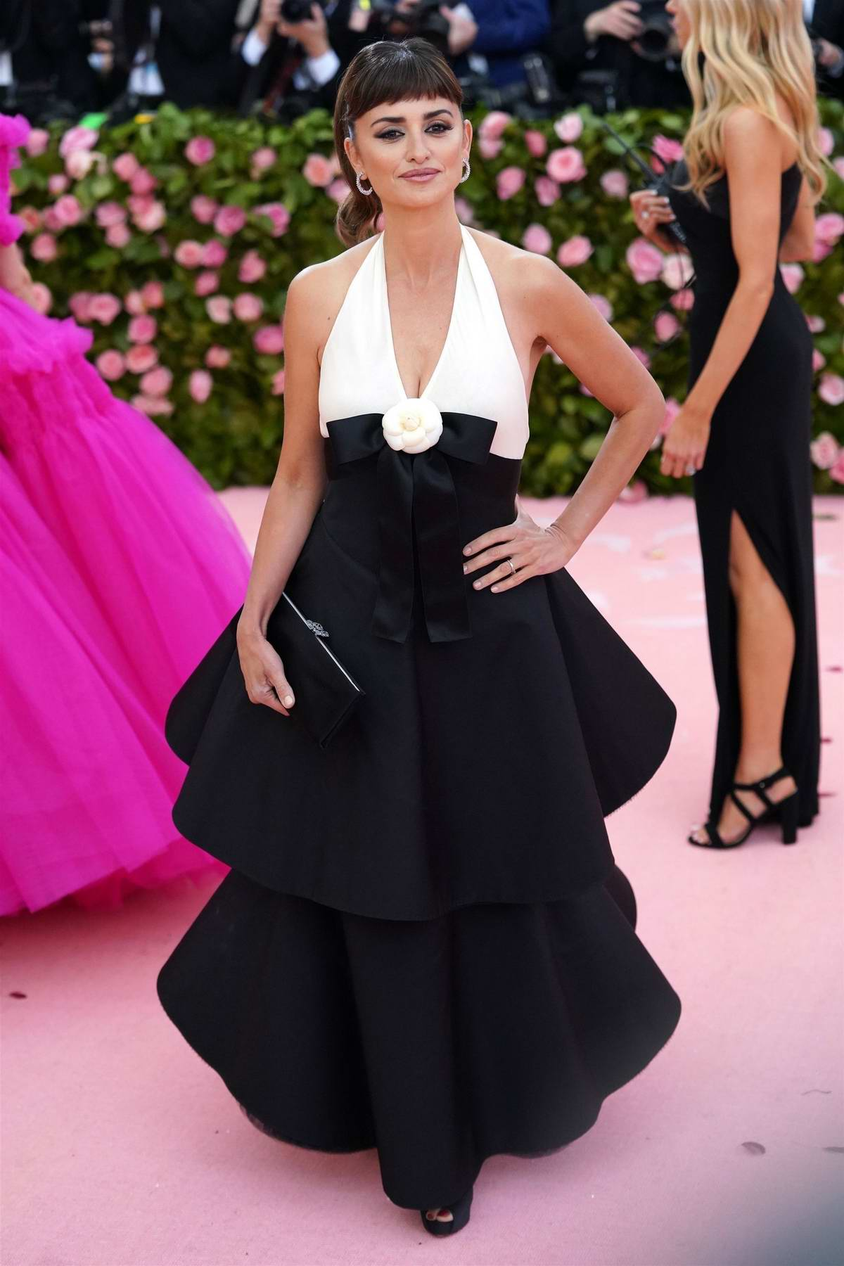 Penelope Cruz attends The 2019 Met Gala Celebrating Camp: Notes on Fashion in New York CityPenelope Cruz attends The 2019 Met Gala Celebrating Camp: Notes on Fashion in New York City