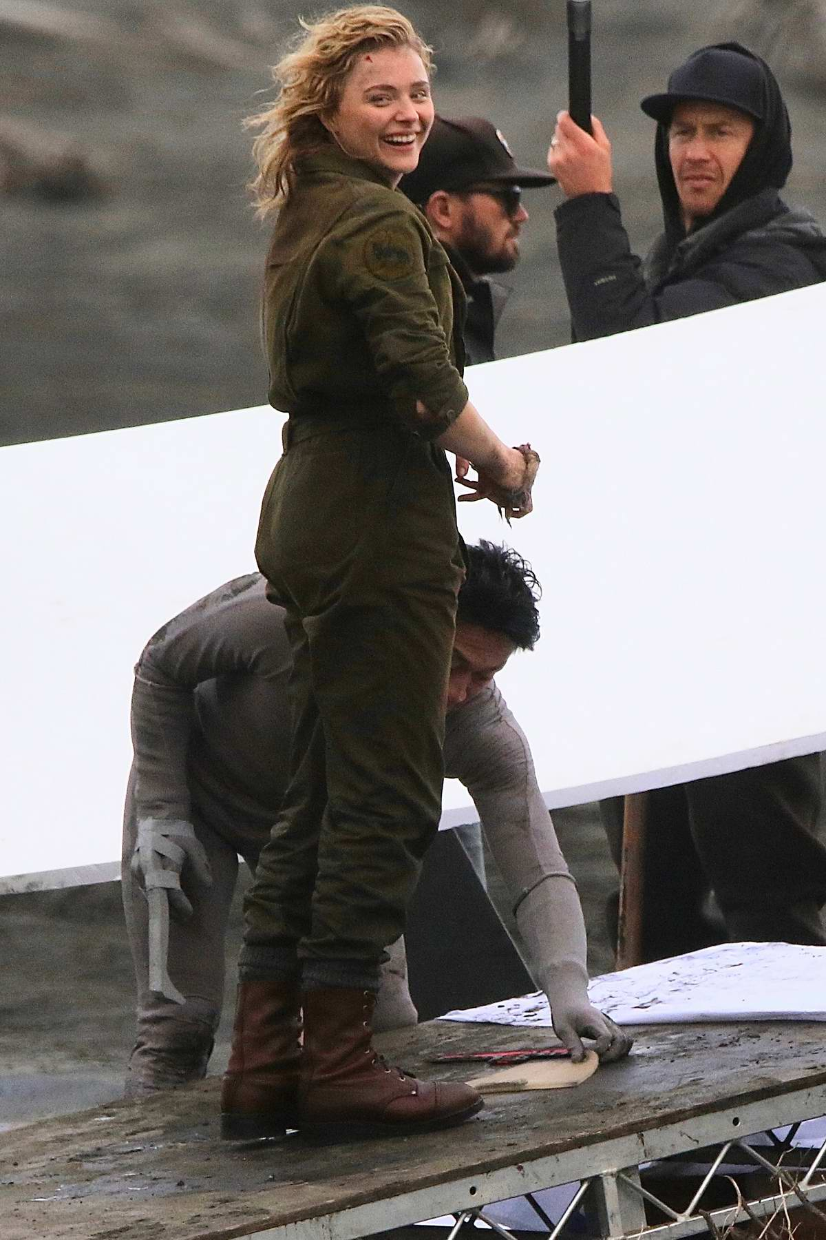 chloe grace moretz spotted filming an action scene for her ...