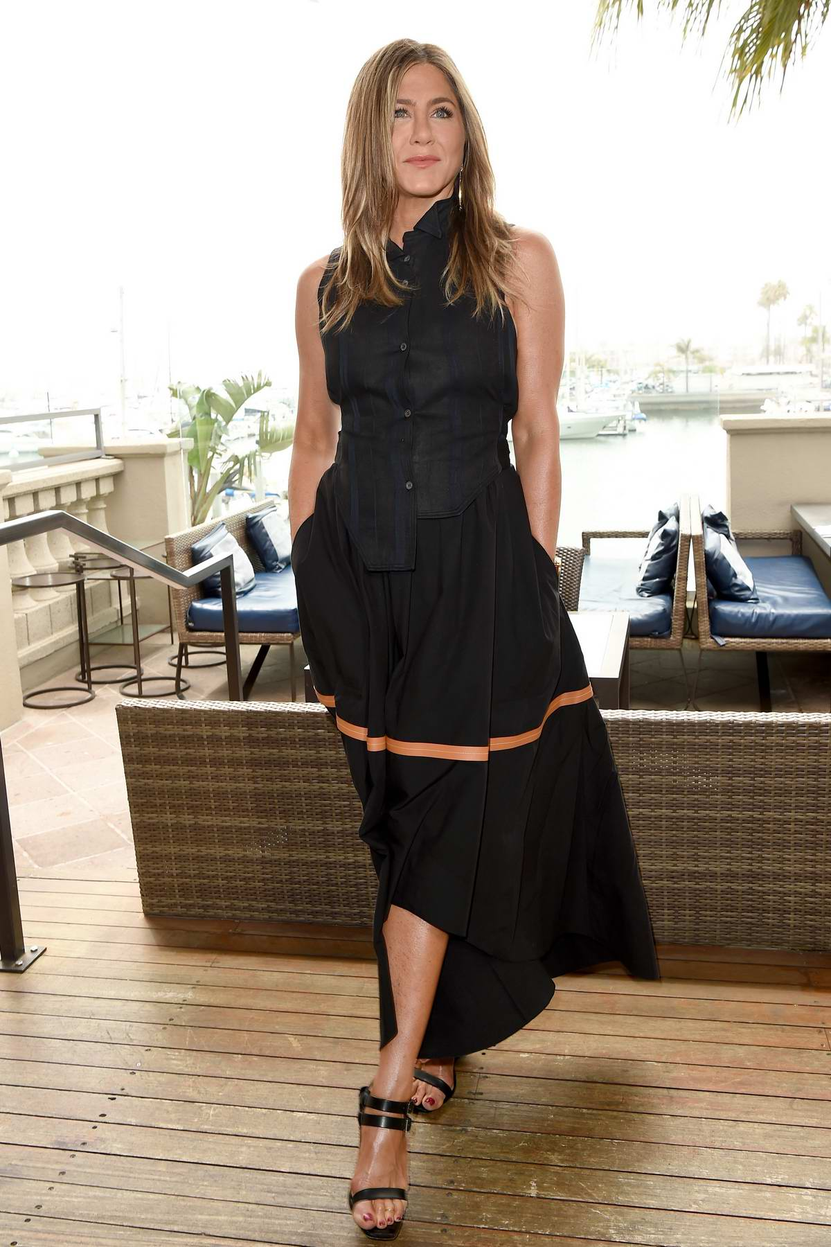 Jennifer Aniston attends a Photocall for Netflix's 'Murder Mystery' in Los Angeles