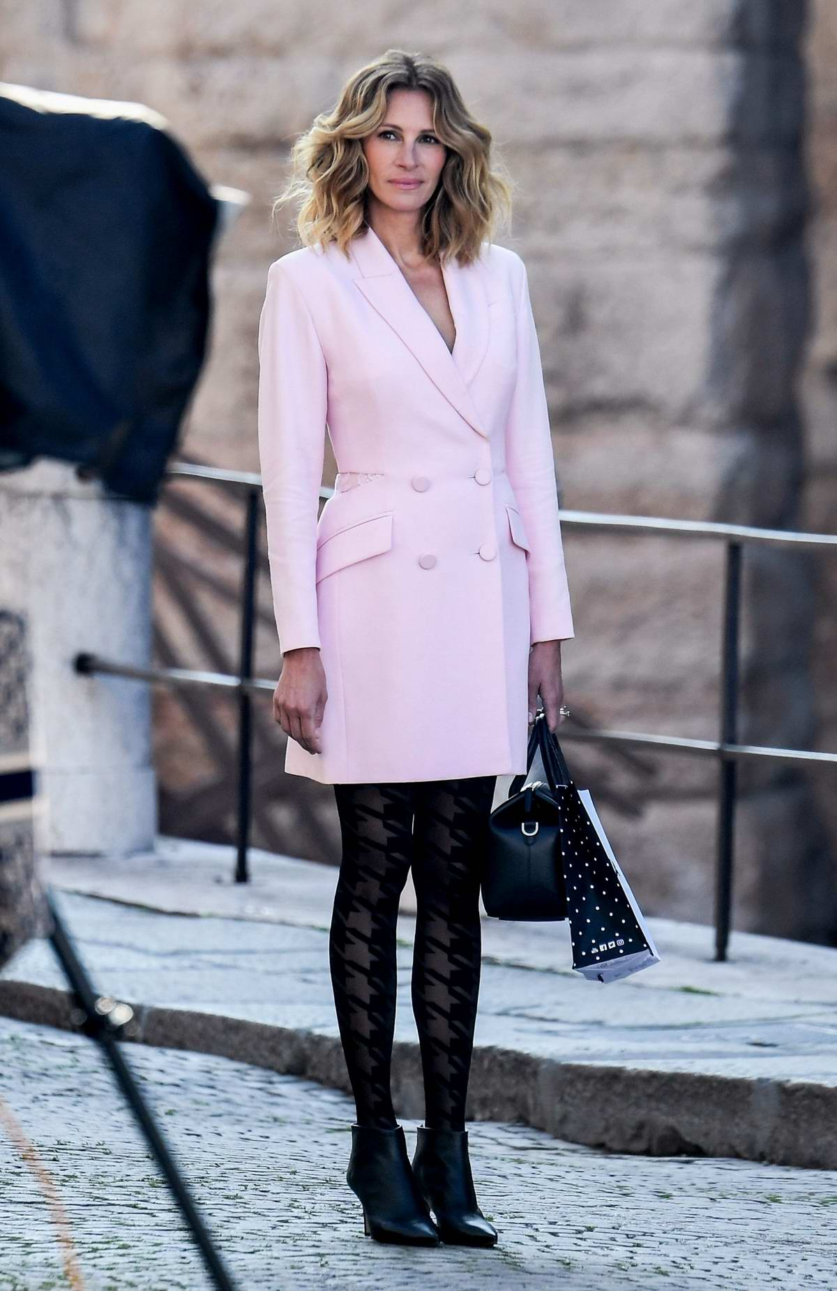 Julia Roberts looks pretty in pink as she is spotted shooting the new advertising campaign for Calzedonia in Verona, Italy