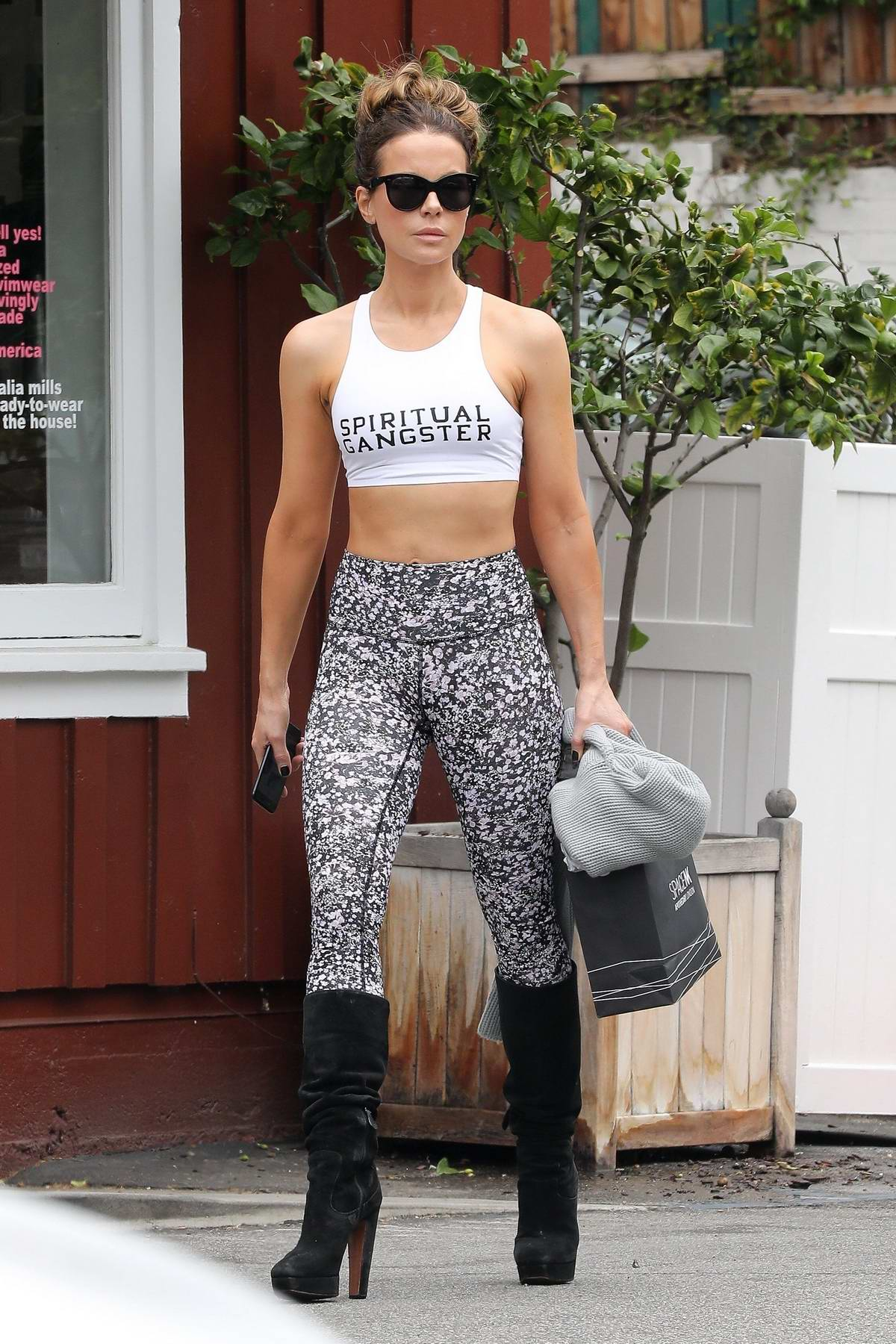 Kate Beckinsale looks incredible in a cropped tank top and patterned leggings as she leaves Malia Mills in Brentwood, Los Angeles