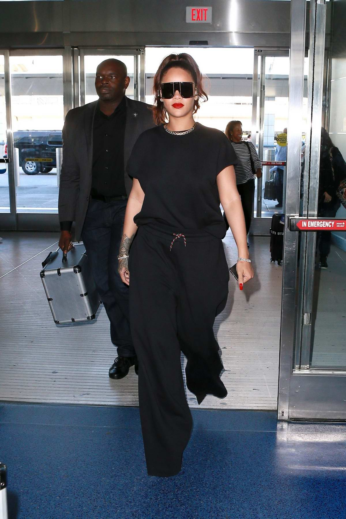 Rihanna looks stylish in an all-black ensemble as she arrives for a flight out of JFK airport in New York City