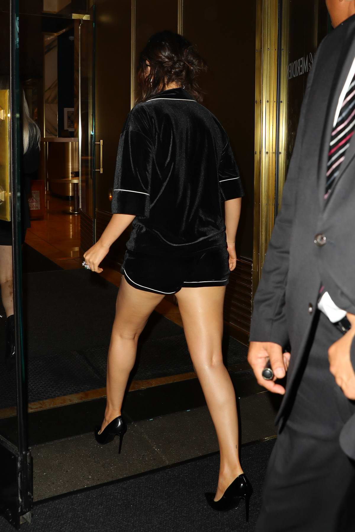 Gomez legs selena Selena Gomez