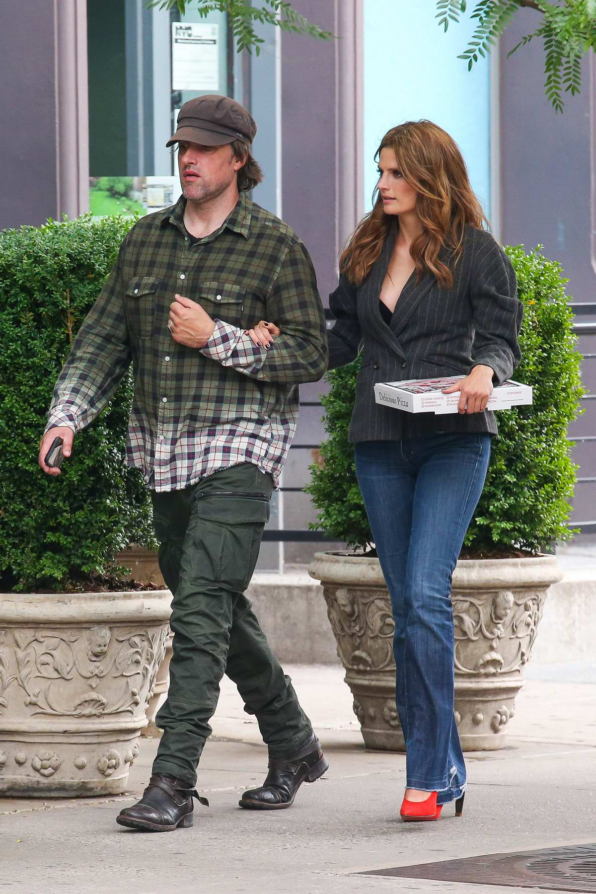 stana katic steps out for pizza with husband kris brkljac