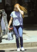 Ariel Winter keeps it casual while picking up her lunch to-go at Joan's On Third in Studio City, Los Angeles