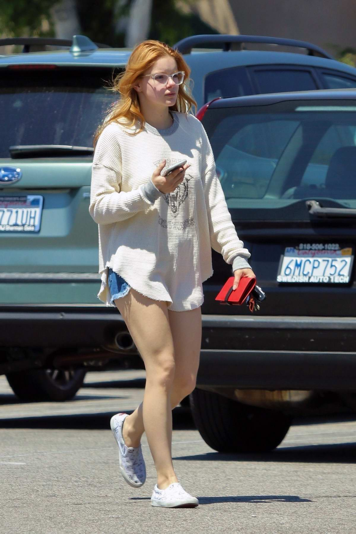 Ariel Winter stocks up on groceries at Gelson's Market in Los Angeles