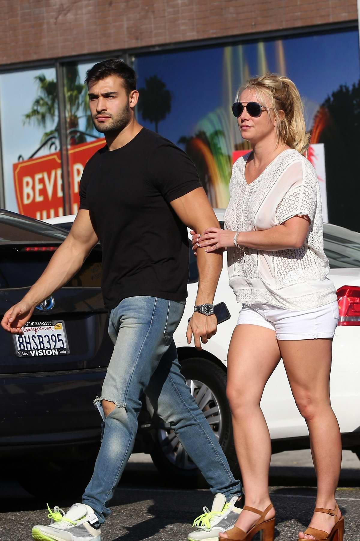 britney-spears-and-sam-asghari-hold-hand