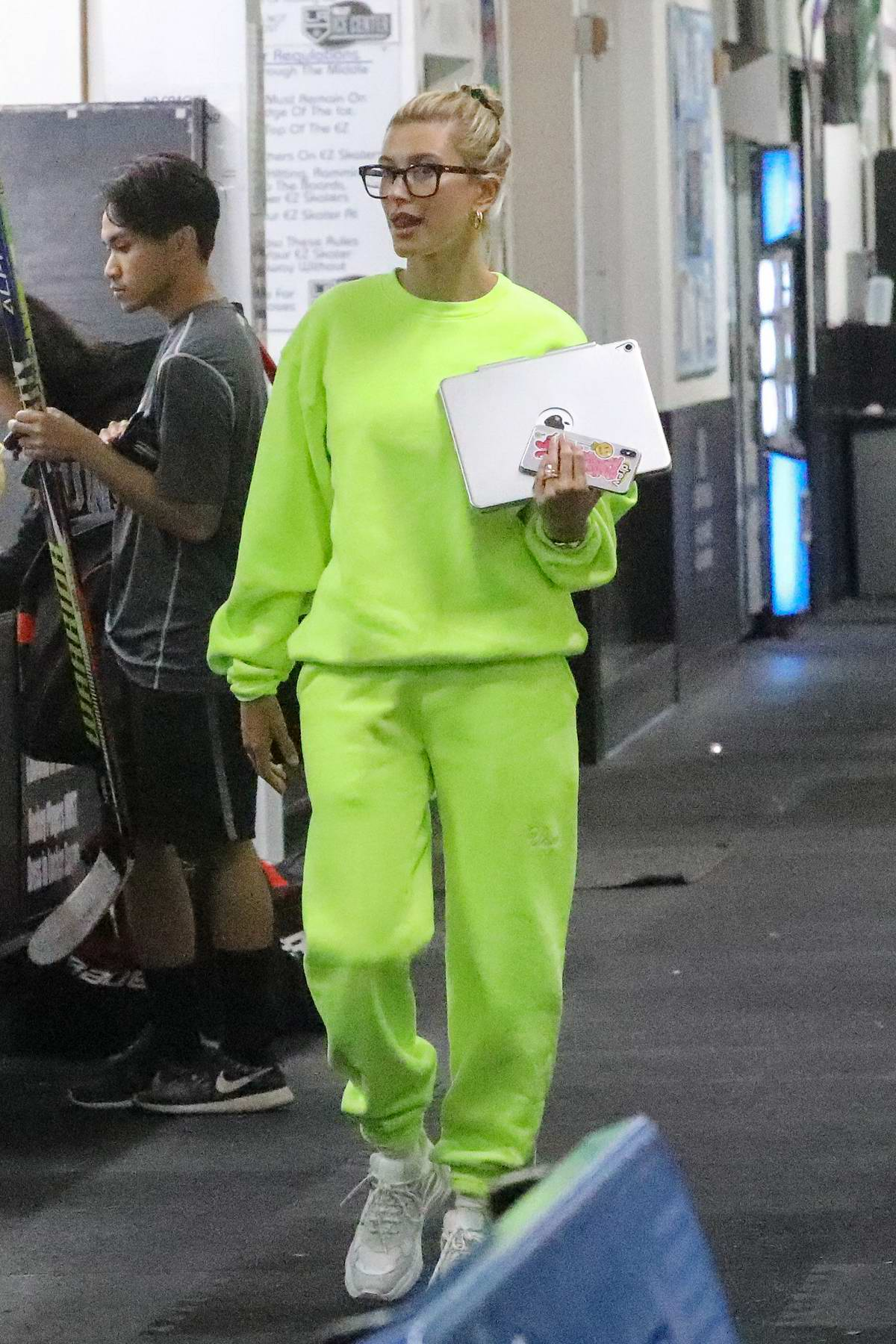Hailey Baldwin accompanies Justin Bieber to a hockey game practice in Los Angeles