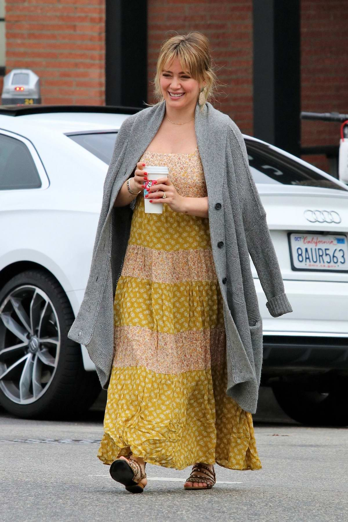 Hilary Duff shops for groceries at Gelson's before heading to lunch in Studio City, Los Angeles