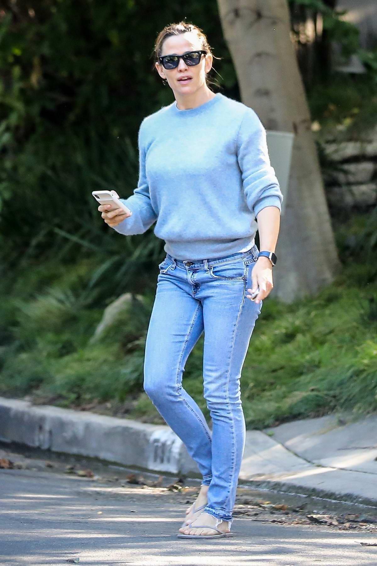 Jennifer Garner stops by Bradley Cooper's house in Los Angeles