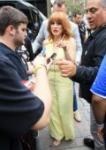 Jessica Chastain greets fans as she arrives at 2019 Comic-Con International at San Diego Convention Center in San Diego