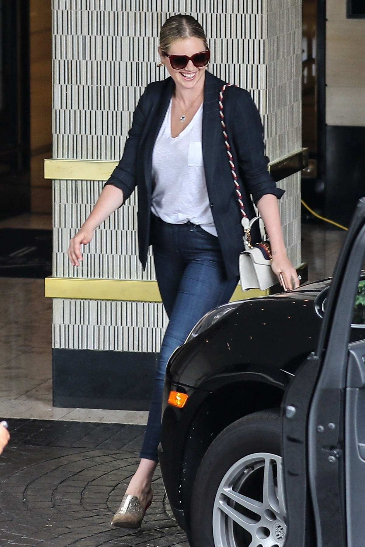 Kate Upton Looks Slick In A Blazer And Skin Tight Jeans As She