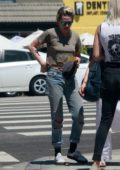 Kristen Stewart enjoys day out with a few friends in Los Angeles