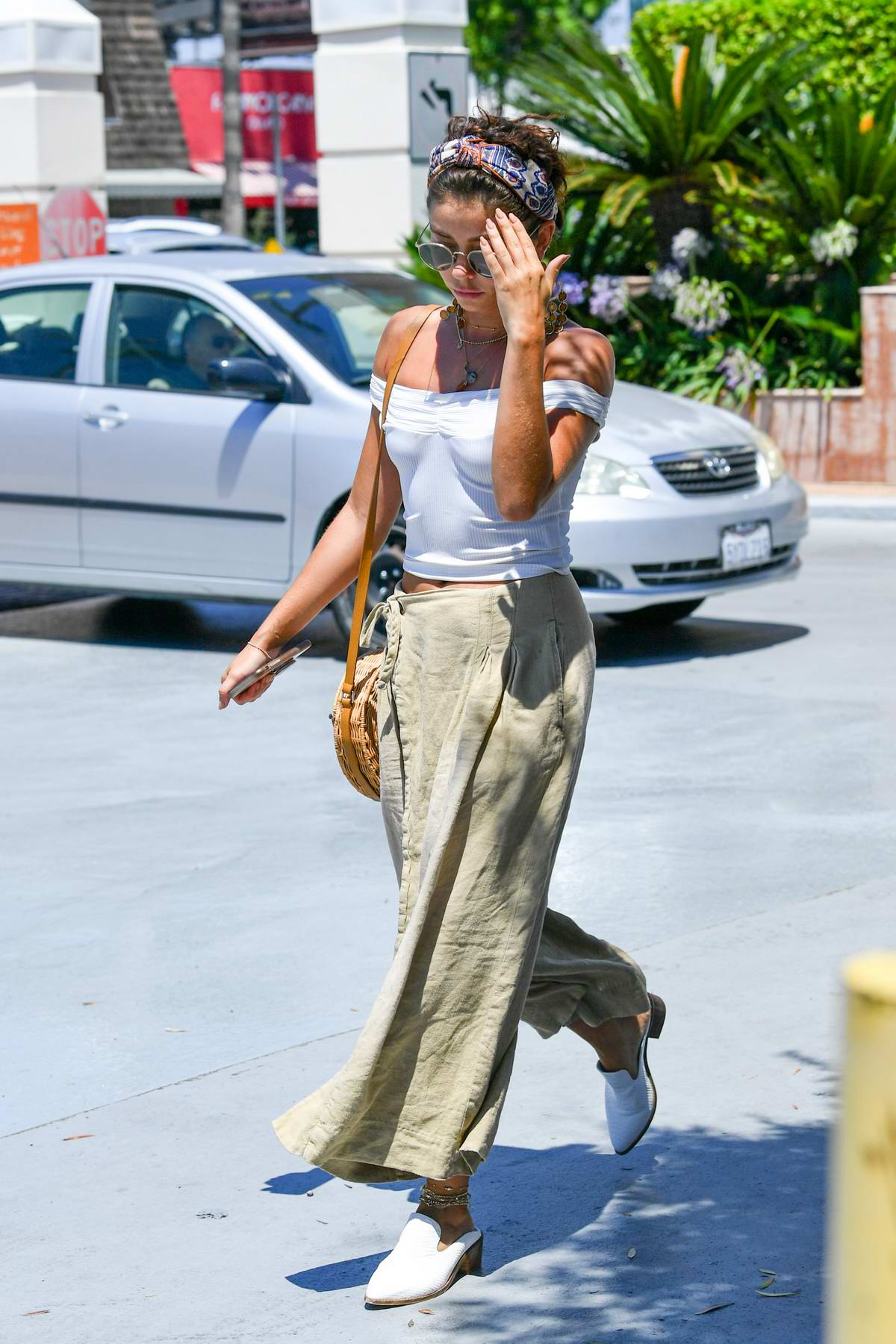 Sarah Hyland keep it trendy as she steps out in Los Angeles