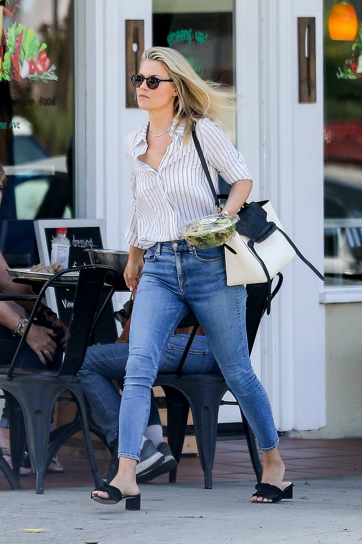 Ali Larter grabs a healthy salad after visiting the Beauty Park Spa in Santa Monica, California