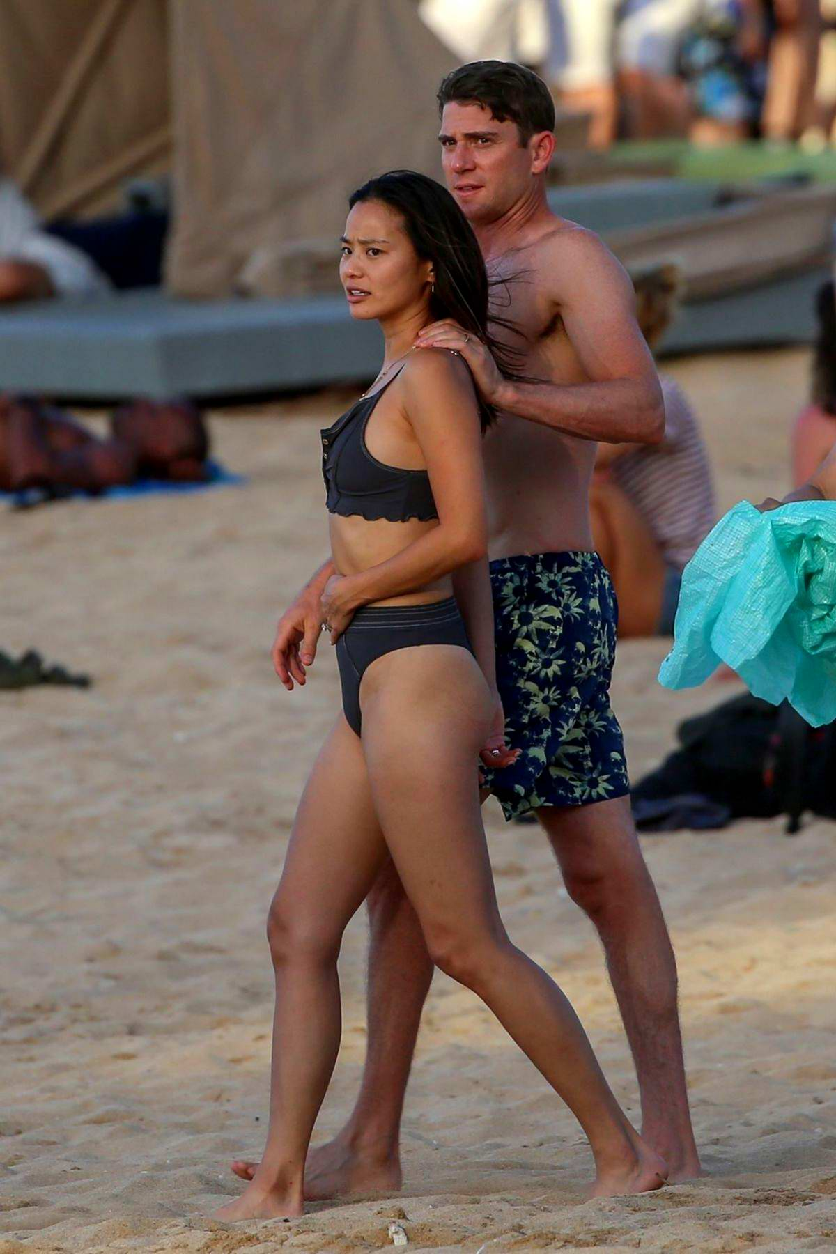Jamie Chung dons a black bikini while enjoying a beach day with husband Bryan Greenberg in Hawaii