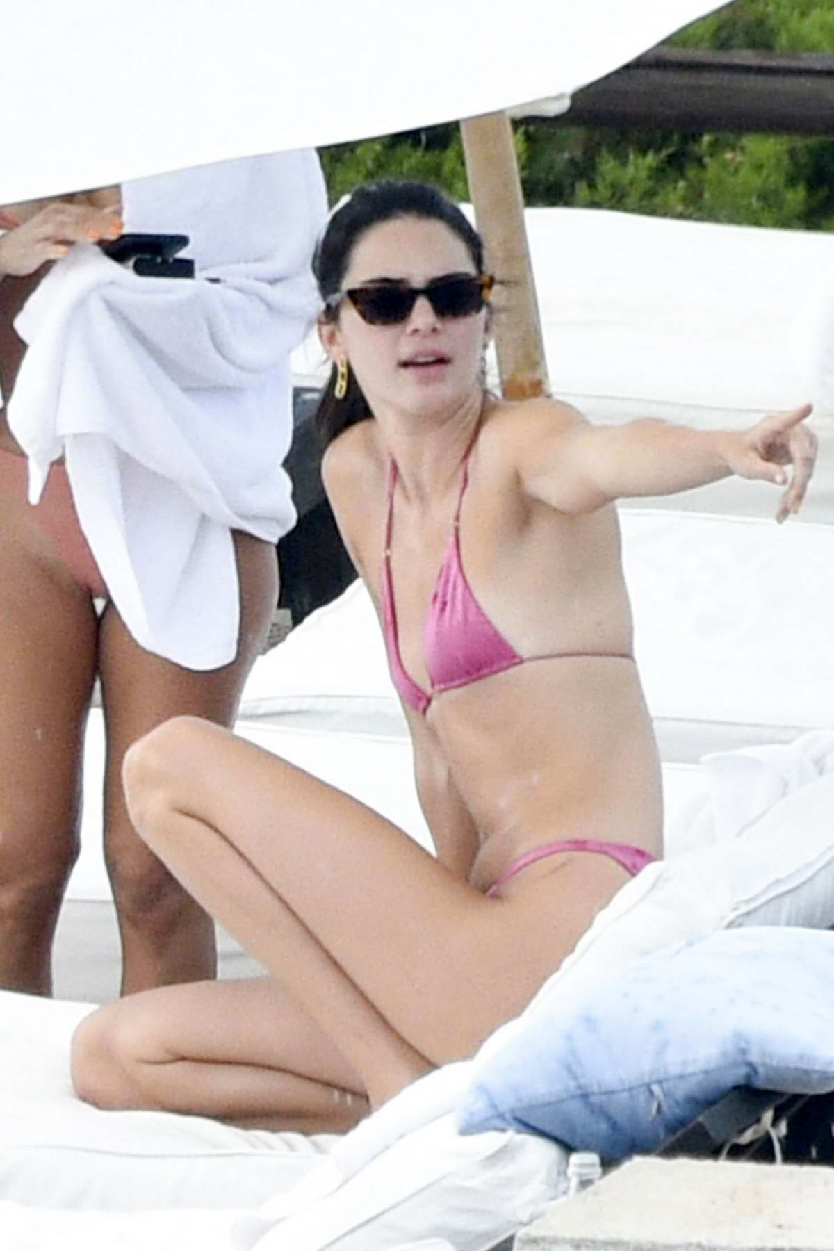 Kendall Jenner slips into a pink bikini while relaxing by the pool in Costa Smeralda, Sardinia, Italy