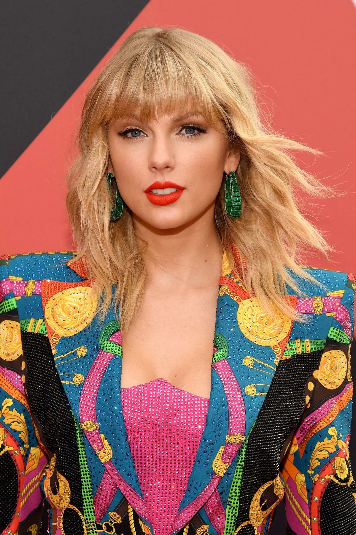 taylor swift attends the 2019 mtv video music awards at ...