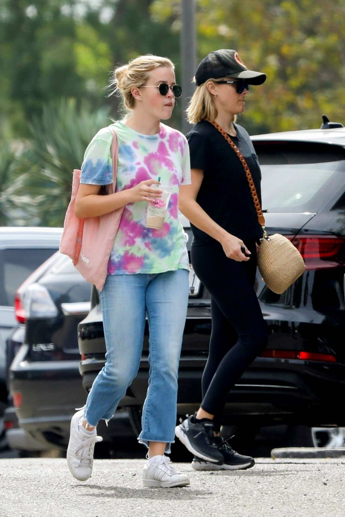 Ava Phillippe and Reese Witherspoon grabs breakfast at SunLife Organics in Malibu, California