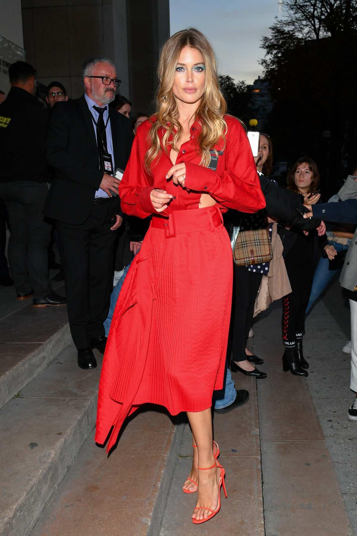 Doutzen Kroes attends the L'Oreal Paris Spring/Summer 2020 show during Paris Fashion Week in Paris, France