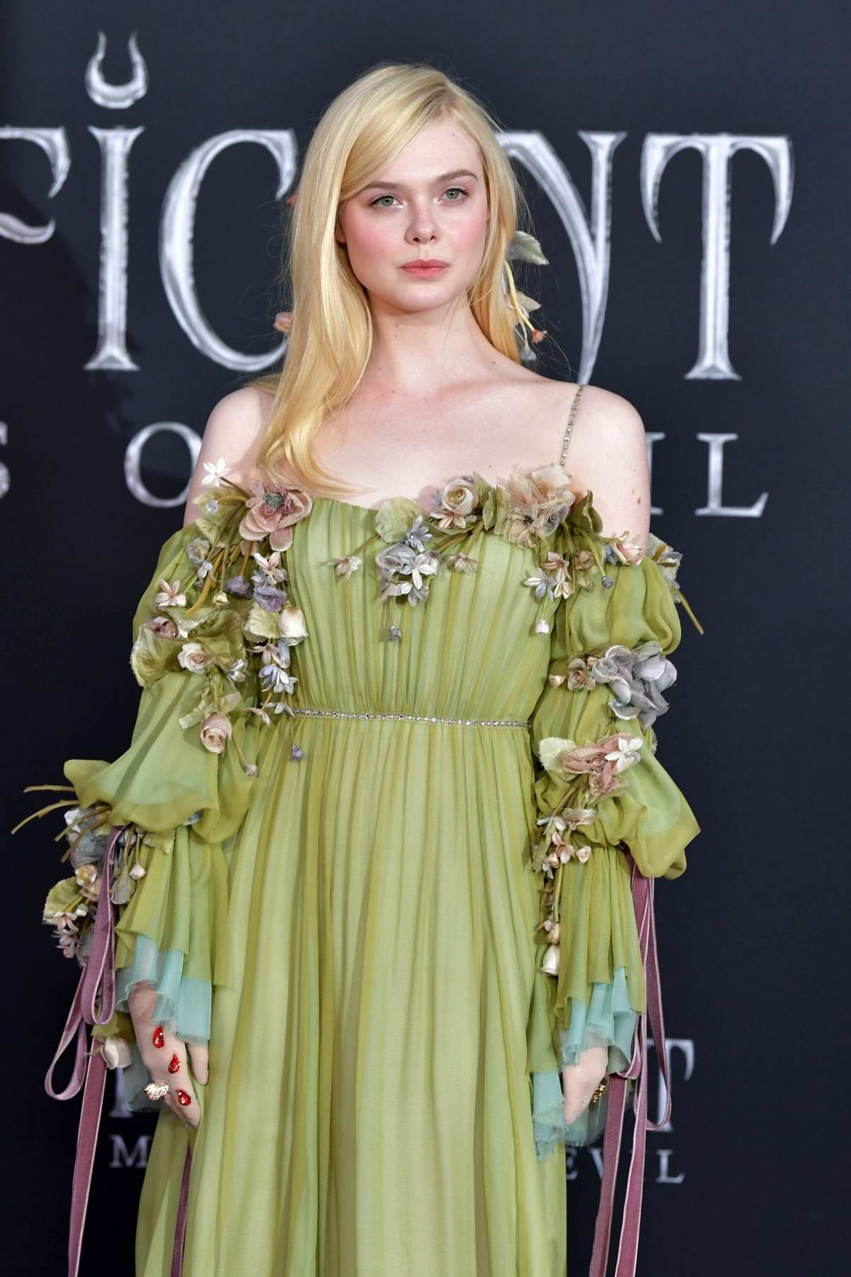 Elle Fanning Attends The World Premiere Of Disney S