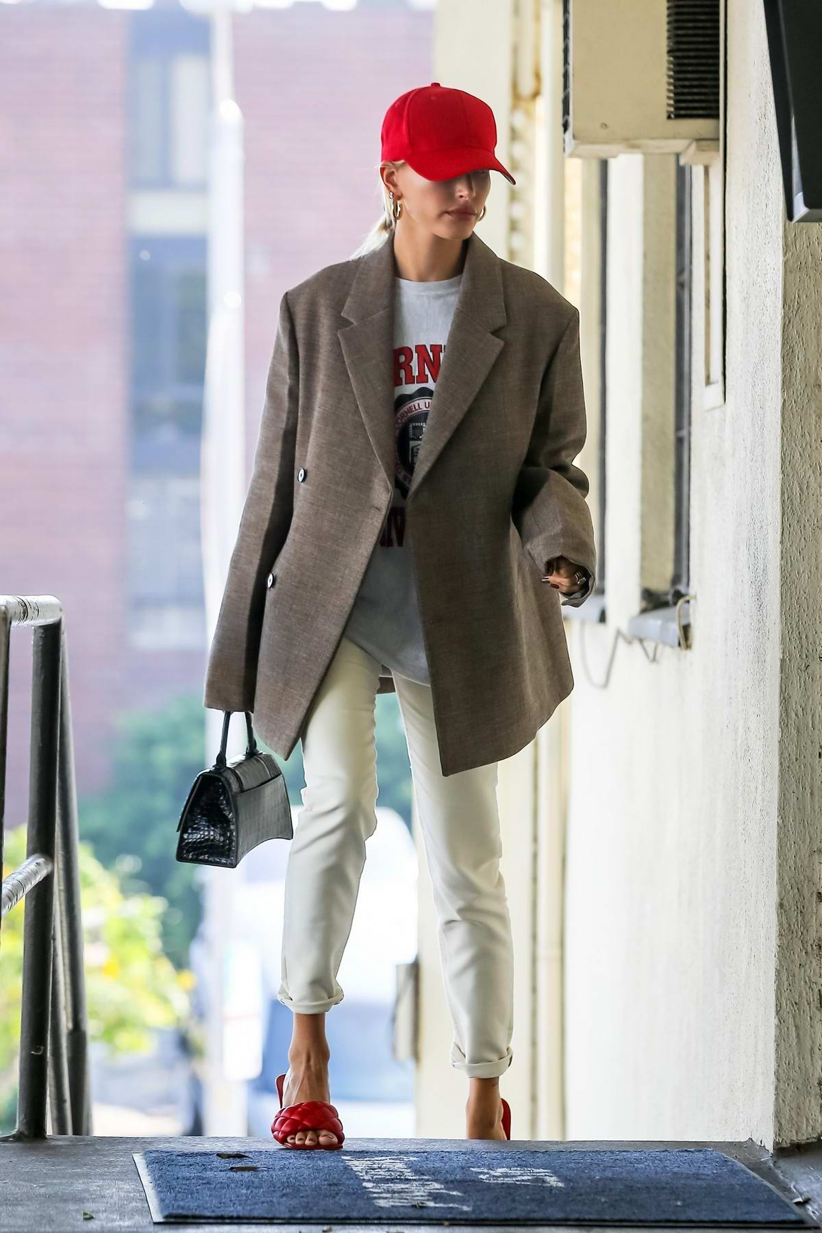 Hailey Baldwin Bieber rocking her style while arriving at her fashion designers' office in West Hollywood, Los Angeles